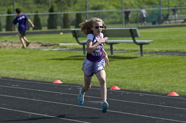 Erin Parlin heads down the home stretch in the 400 meter.