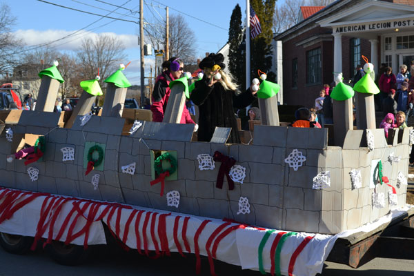 "The float by the Comfort Inn of Wilton was titled snowball fight."" With a parade theme of Maine's Winter Activities."