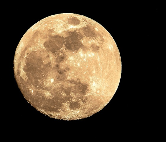 A bright full moon.  (© Jane Naliboff/Chesterville)